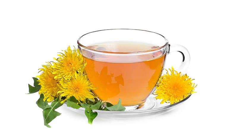 Чашка с ромашковым чаем