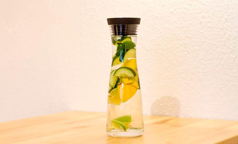 Вода с огурцом и лимоном