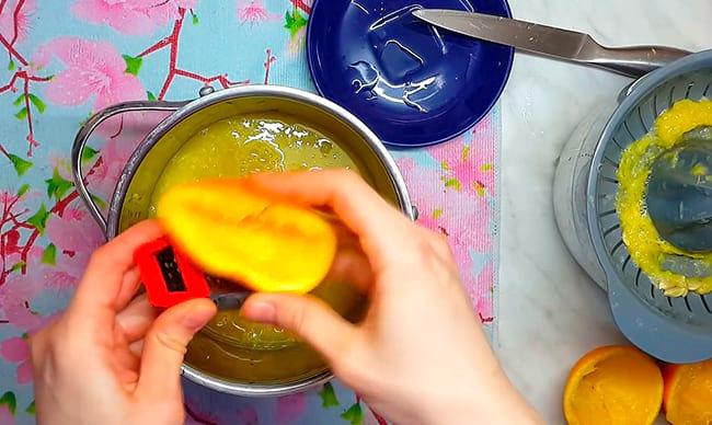 трем цедру апельсина