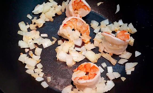 добавляем морепродукты