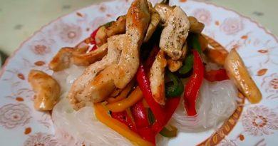 Фунчоза с курицей и болгарским перцем