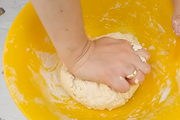 вымешиваем творожное тесто