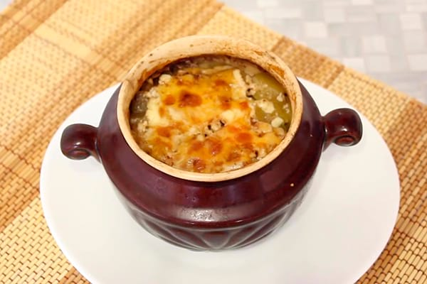 Рагу в горшочке с мясом, картошкой и сыром