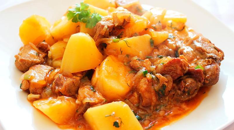 рагу в горшочках с мясом и картошкой