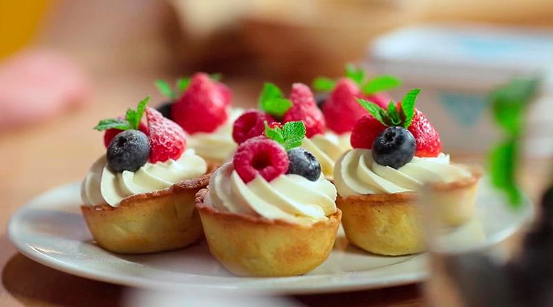 творожные корзиночки с ягодами