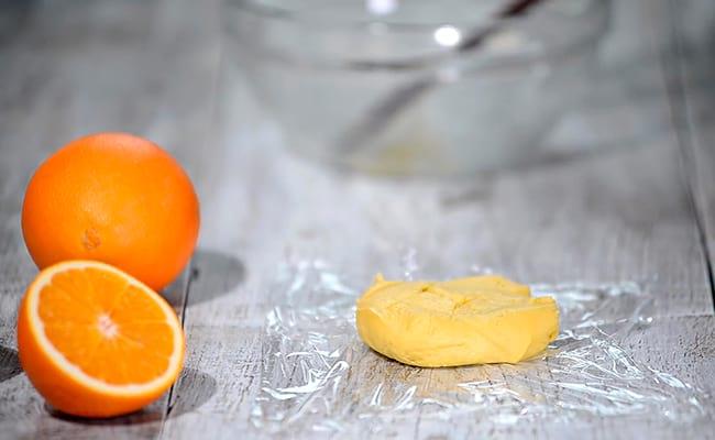 Вымешиваем тесто для основы