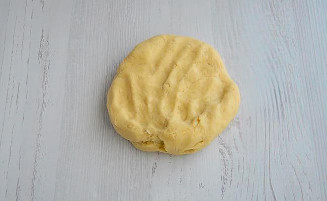 Замешать песочное тесто