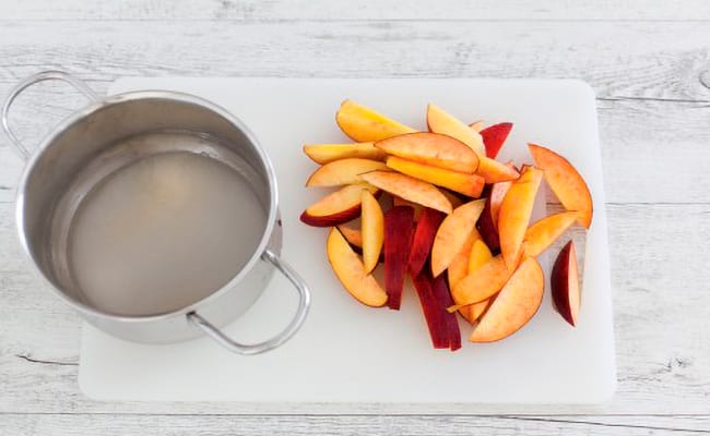 Карамелизируем персики