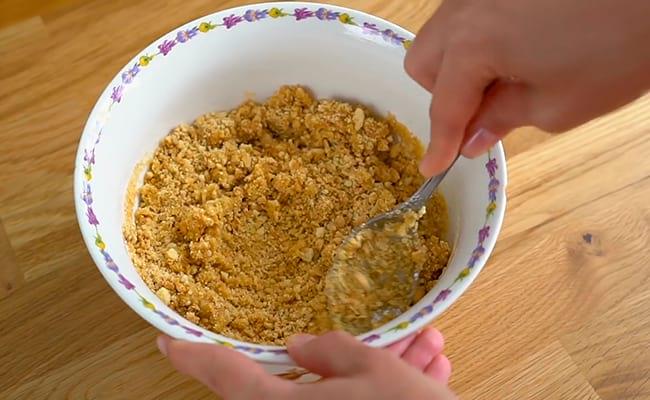 Замесить песочное тесто