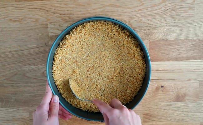 Сформировать дно пирога
