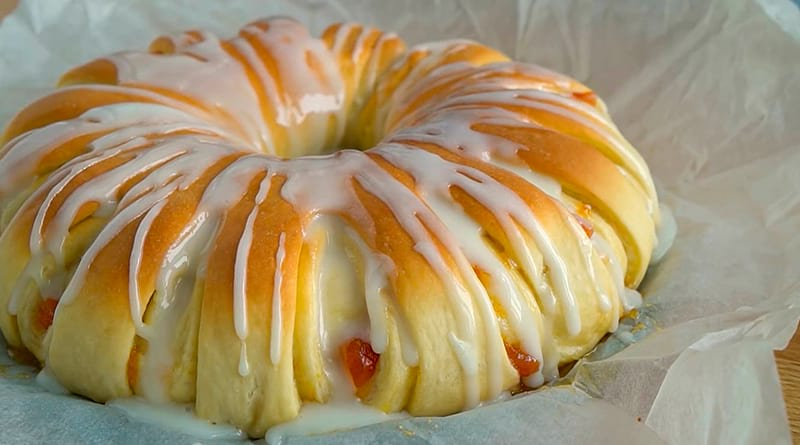 Пирог с абрикосовым вареньем на дрожжевом тесте