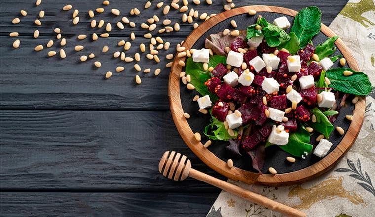 Салат из свеклы с кедровыми орехами