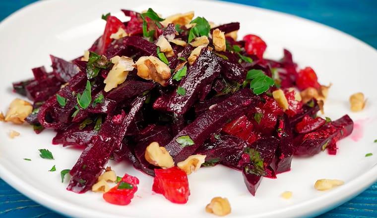 Салат со свеклой, курагой и грецкими орехами