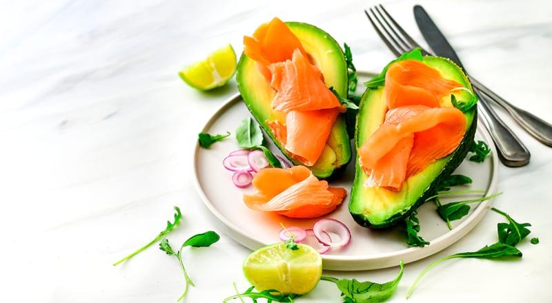 Пример ПП перекуса: авокадо и красная рыба