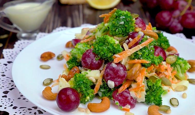Изысканный салат с виноградом