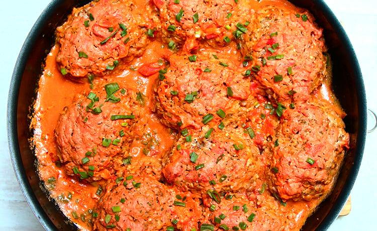 Гречаники с куриным фаршем в томатном соусе