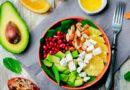 Салат с авокадо, апельсином и гранатом