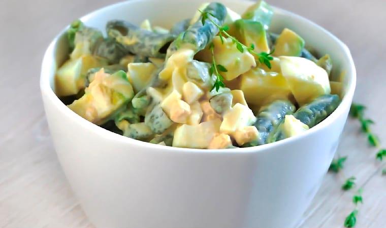 Салат с яйцом, авокадо и стручковой фасолью