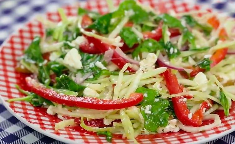 Салат из капусты с творогом и сладким перцем
