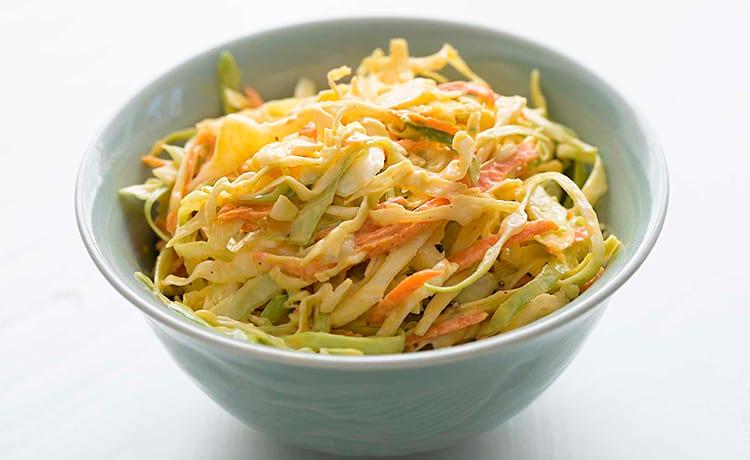 Салат из овощей с омлетными блинами