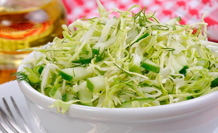 Салат из свежих овощей с зеленью