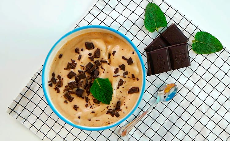 Шоколадно-банановое мороженое с протеином