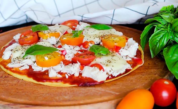 Пицца на кефире и кукурузной муке