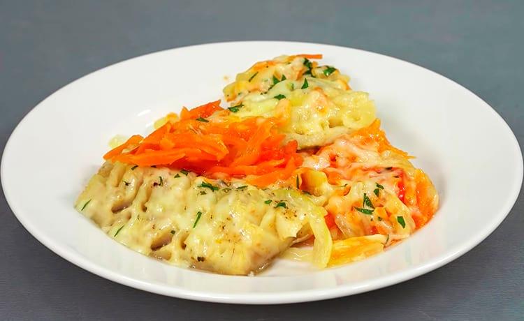 Минтай, запеченный с овощами и сыром в микроволновке