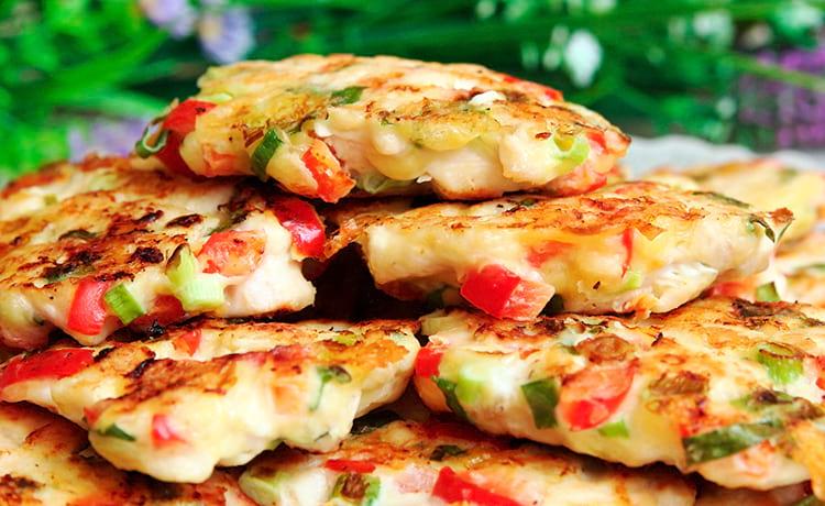 Рубленые котлеты из грудки с болгарским перцем и сыром