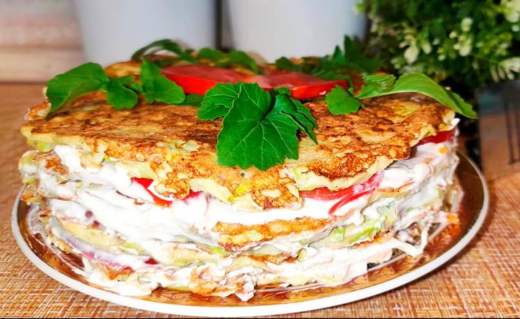 Закусочный торт из кабачков с помидорами и творожным сыром