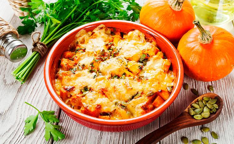 Тыква, запеченная в духовке с курицей и сыром