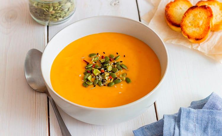 Тыквенный крем-суп с нутом и сыром